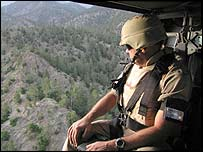 US forces search for the Taleban close to the Pakistan border