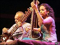 Ravi Shankar (left) and his daughter Anoushka Shankar performing in Lebanon on 7 July 2005