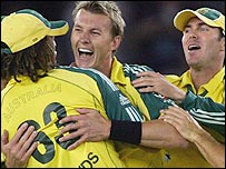 Brett Lee celebrates the early dismissal of Graeme Smith