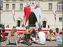 Tourists wait for the changing of the guard in front of the Prince Palace in Monaco. Picture: 11 July 2005