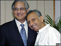 Indian oil minister Mani Shankar Aiyar (right) with Pakistan petroleum secretary Ahmed Waqar
