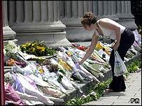 الورود.. والزهور ------ دلالات ومعاني _41293501_flowers203pa.jpg
