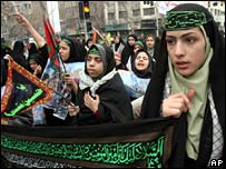 Iranian girls at rally in support of nuclear programme
