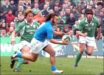 Italy's scrum-half Paul Griffen passes the ball