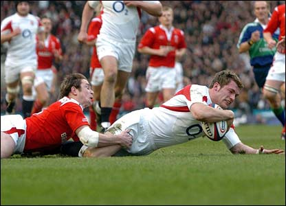 England's Mark Cueto scores the first try against Wales in Twickenham