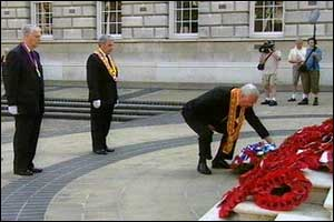 Wreath laying ceremony at Belfast City Hall