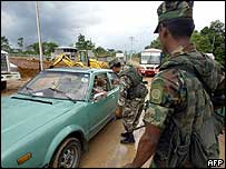 Police check a vehicle at the Ecuador-Colombia border