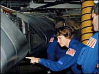 Eileen Collins inspects RCC panels on the orbiter (Nasa)