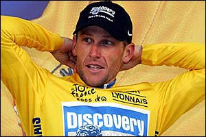 Lance Armstrong in familiar pose