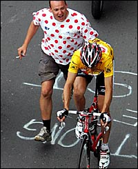 Jens Voigt gets a helping hand