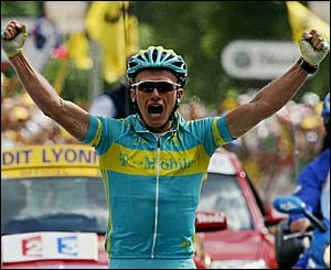 Alexandre Vinokourov celebrates after winning stage 11