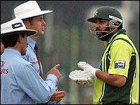 Inzamam asks umpires Asad Rauf and Simon Taufel to explain the decision
