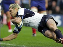 Sean Lamont scores Scotland's opening try against France at Murrayfield