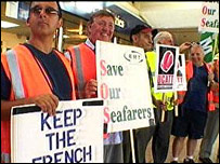 P&O workers demonstrating