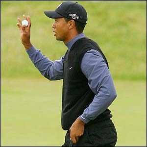 Tiger Woods thanks the gallery on the 18th green after carding 66