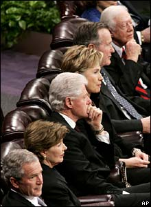 (l-r) President Bush, First Lady Laura Bush, Fmr President Clinton, Hillary Rodham Clinton, Fmr President Bush snr and Fmr President Carter
