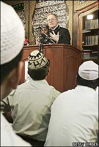 Sir Ian Blair talks to Muslims at the Minhaj-ul-Quran Mosque