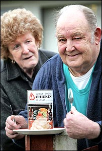 Beryl and Les Lailey with the 50-year-old tin of chicken - courtesy of MEN Syndication