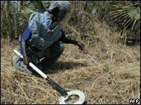 Aid worker looking for landmines, AFP/Getty