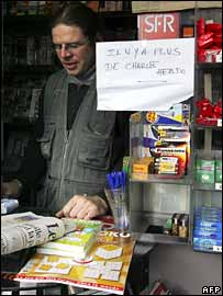 Paris kiosk with sign saying there are no more copies of Charlie Hebdo