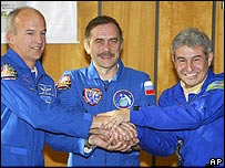 Los astronautas Jeffrey Williams, Pavel Vinogradov y Marcos Pontes.