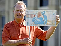 Jack Nicklaus poses with the new �5 note