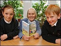 Children with Scottish children's author Joan Lingard
