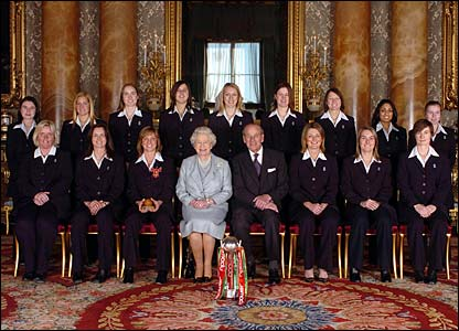 The England women's cricket team pose for a photo with the Queen