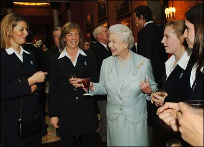 The Queen chats withmembers of the England women's cricket team