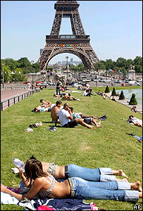 Sunbathers during 2005 Paris heatwave, AP