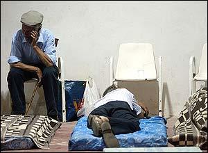 Evacuees in Alcolea del Pinar sports hall