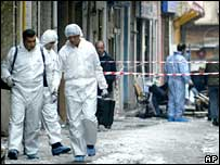 Bomb experts at the scene of Istanbul bombing, 9 Feb 06