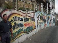 Javier N��ez en el Barrio Bruzual, Caracas. Foto: Vladimir Hern�ndez.