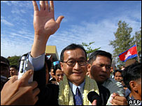 Sam Rainsy arriving in Phnom Penh