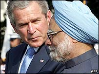 George Bush (left) and Manmohan Singh at the White House