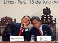 Hugo Chávez y Alejandro Toledo