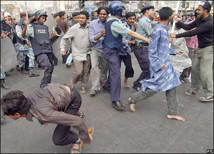 Riot police tussle with protesters in Dhaka, Bangladesh