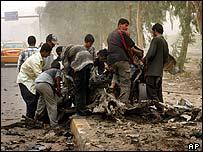 Escena tras una explosión en Bagdad