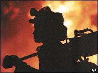 Пожарный (архивное фото)