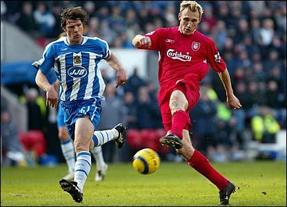 Sami Hyypia scores for Liverpool