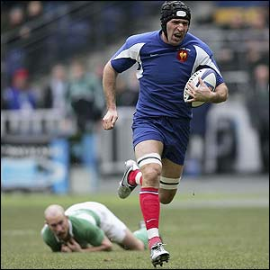 Olivier Magne scores the second try for France