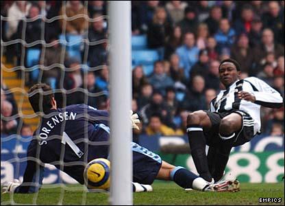 Shola Ameobi scores for Newcastle