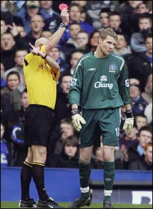 Everton keeper Iain Turner is sent off