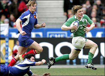 Brian O'Driscoll breaks away to set up a try for Andy Trimble