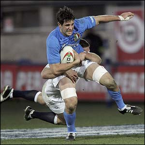 Italy launch an attack through Josh Sole