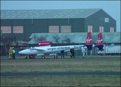 Steve Fossett leaves the plane