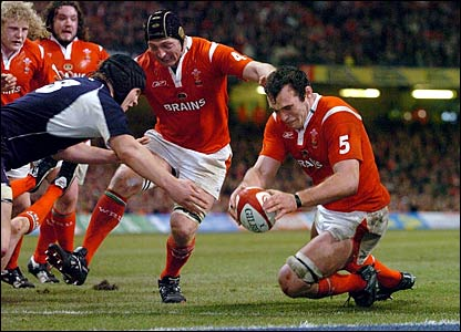 Robert Sidoli touches down to put Wales 21-6 ahead