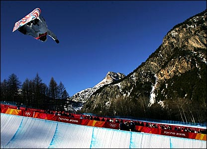 Hannah Teter gets some big air on the way to gold in the women's snowboard half-pipe competition