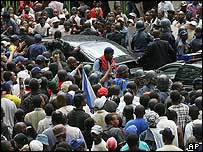 Jacob Zuma's convoy being mobbed by his supporters