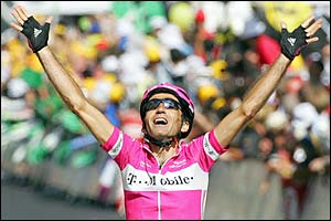 Giuseppe Guerini crosses the line with arms raised after a devastating sprint to win the 19th stage